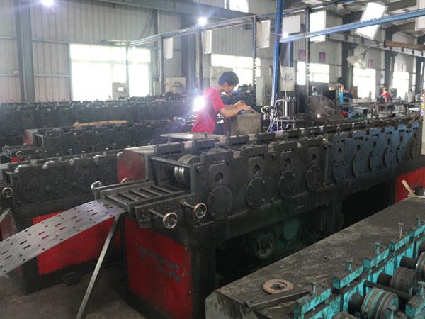 工厂车间辊轧机